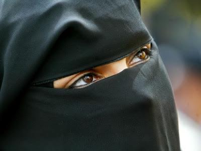 burqa dans Zone c'eSt chez noUs!