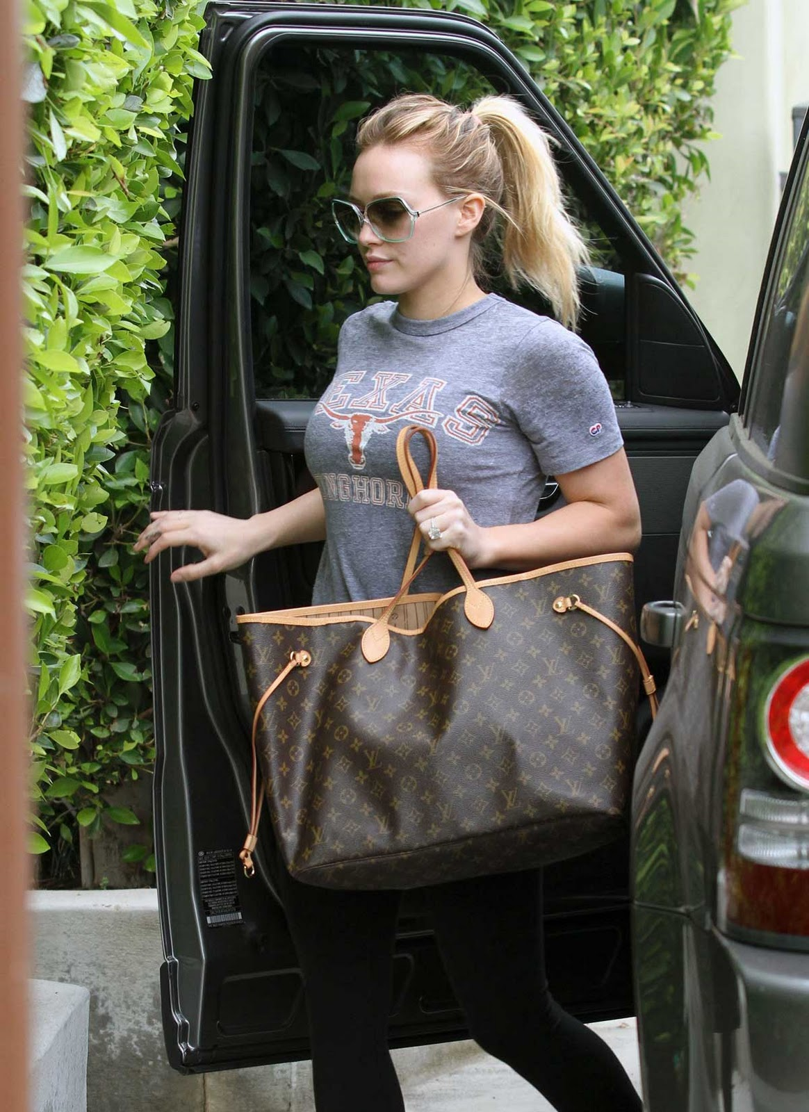 style and outfit  bag   u0026quot hilary duff in louis vuitton neverfull gm bag u0026quot