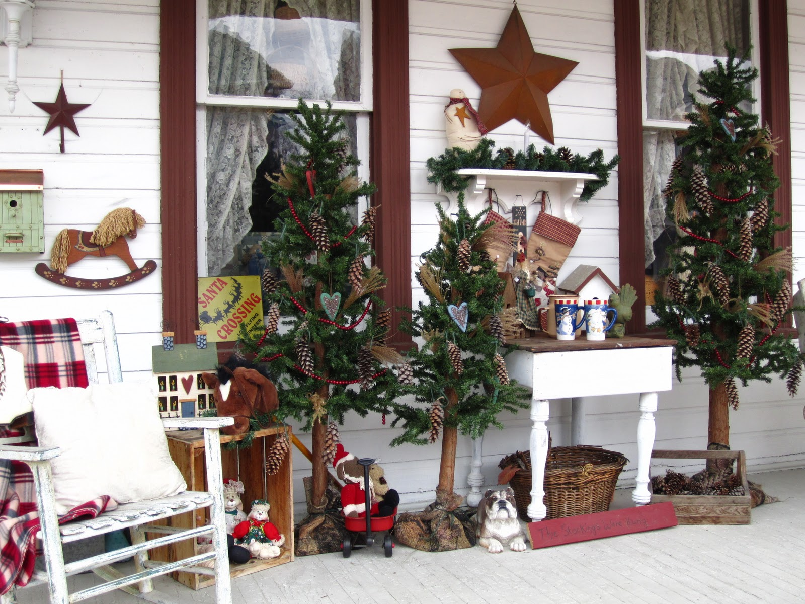 Suesjunktreasures rustic country christmas on my front for Decor de noel exterieur