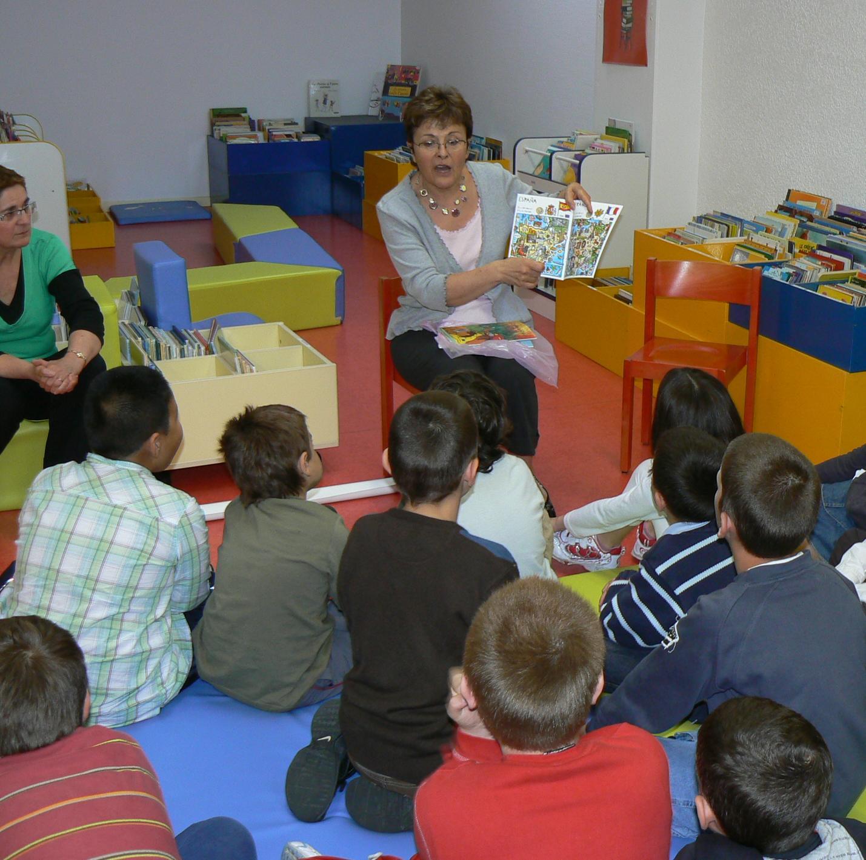 http://2.bp.blogspot.com/_gf2KmpMjOpE/S9cQuTsnm0I/AAAAAAAAAQA/kkpCJl1Pme0/s1600/scolaire+2009.jpg