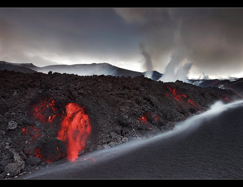 Enjoy The Most Amazing Pictues: Cool 2010 Iceland Volcano Pics