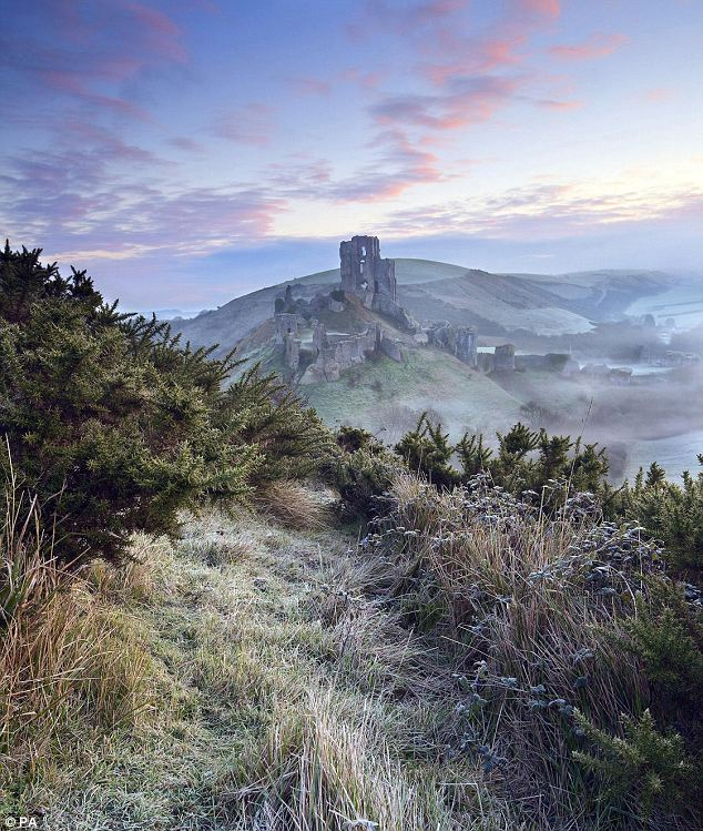 Corfe Castle - Antony Spencer wins Landscape Photographer of the  Year Award Seen On www.coolpicturegallery.us