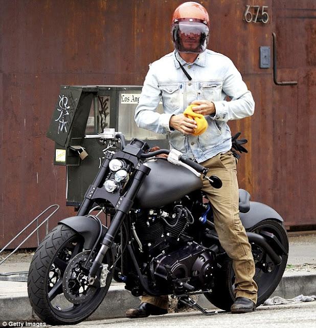 Ils ont posé avec une Harley - Page 5 Beckham-Motorbike