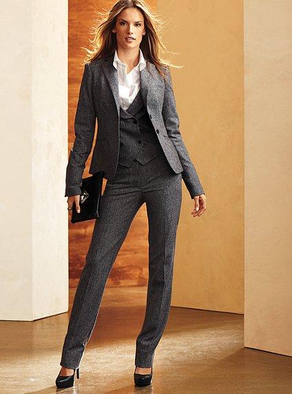 Catalogo de trajes de oficina para dama imagui for Trajes para oficina