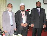 BERSAMA dua menteri kanan Kerajaan Maldives di Putik, Kelantan sempena Muktamar PAS ke-56