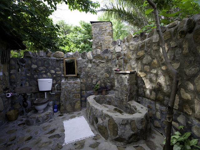 Home interior design gallery outdoor bathroom design 2010 for Bathroom designs outside