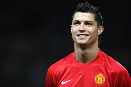 Gigi yang rapi dan putih, seperti Christiano Ronaldo.