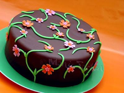 Torte mit Blumenranken