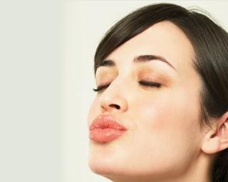 Cara Agar Bibir Menjadi Merah Alami