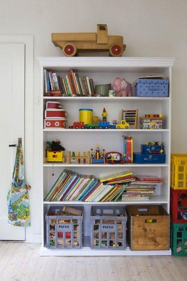 [cookie+magazine+bookshelve]