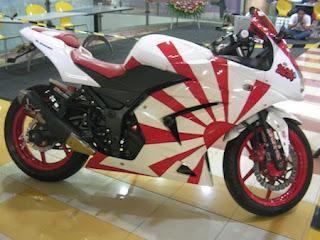 modified white Ninja 250r