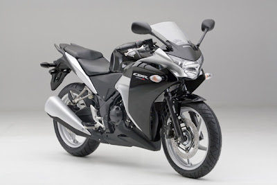 Black honda cbr 250r