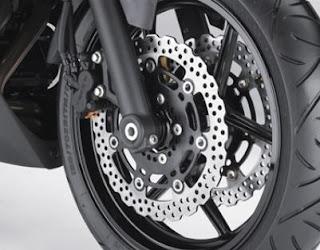 2011 Kawasaki Ninja 650R front disk brakes