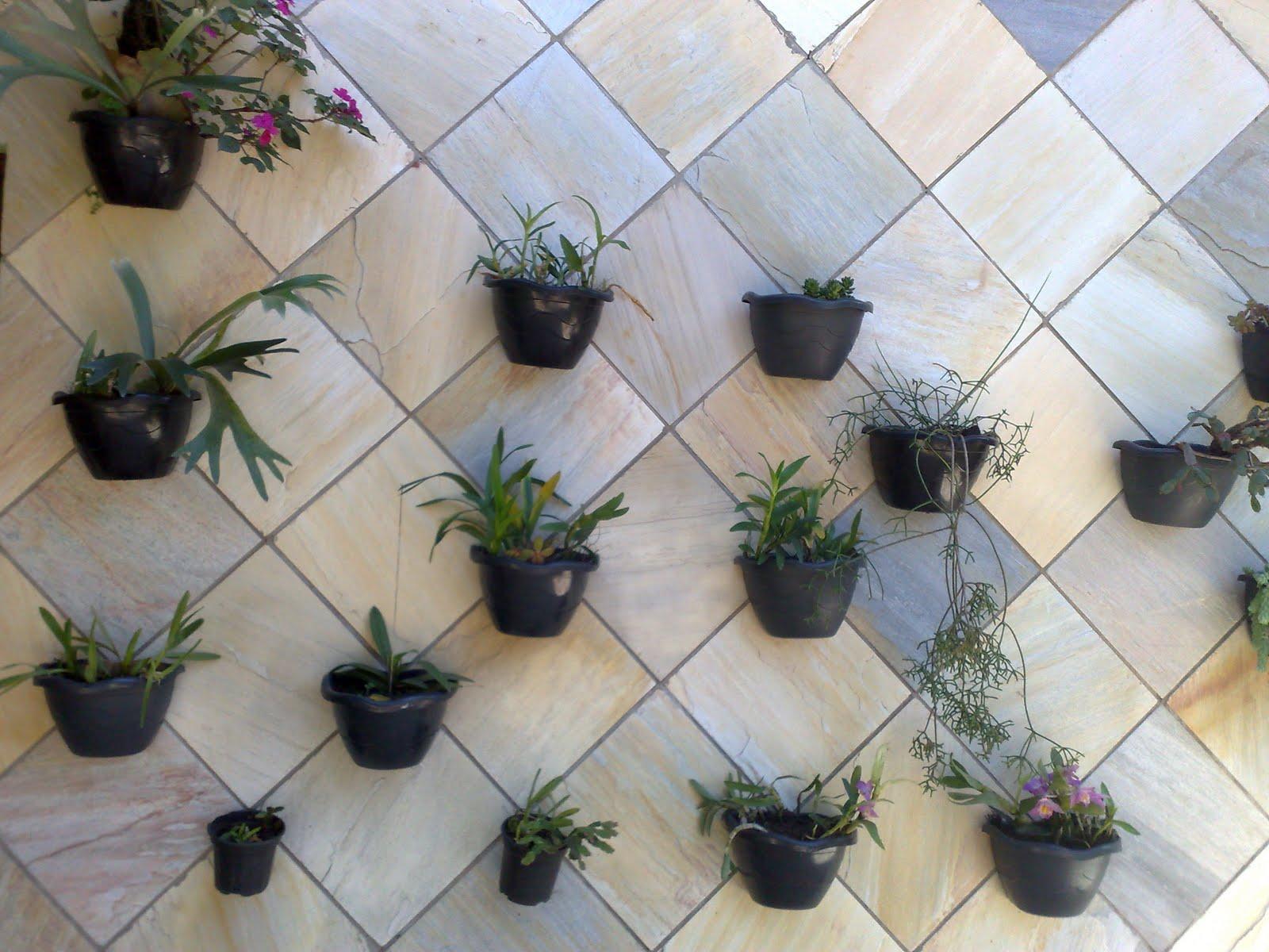 quer ter plantas mas não tem espaço????? Que tal um jardim vertical
