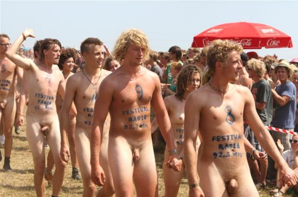 pictures of naked races move