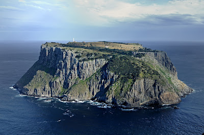 Tasman Island from near The Chasm on Cape Pillar - 12th September 2009 (236KB)