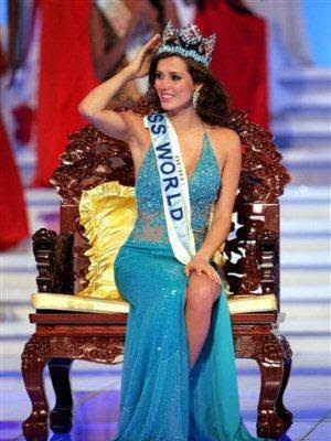 Maju Mantilla como Miss Mundo 2004
