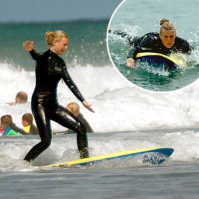 Gwyneth Paltrow surfeando