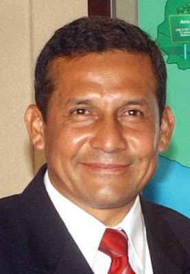 Ollanta Humala con leve sonrisa