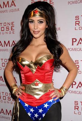 Kim Kardashian como la Mujer Maravilla