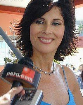 Foto de Olga Zumarán siendo entrevistada