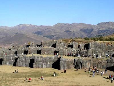 Turistas en Sacsayhuamán