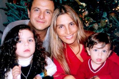 http://2.bp.blogspot.com/_gr41FEso034/SUs7mt2-04I/AAAAAAAAkgk/PLVDRpPVi2k/s400/Eduardo+Palomo+con+su+esposa+Carina+Rico+e+hijos+Luca+y+Fiona+Alexa.jpg