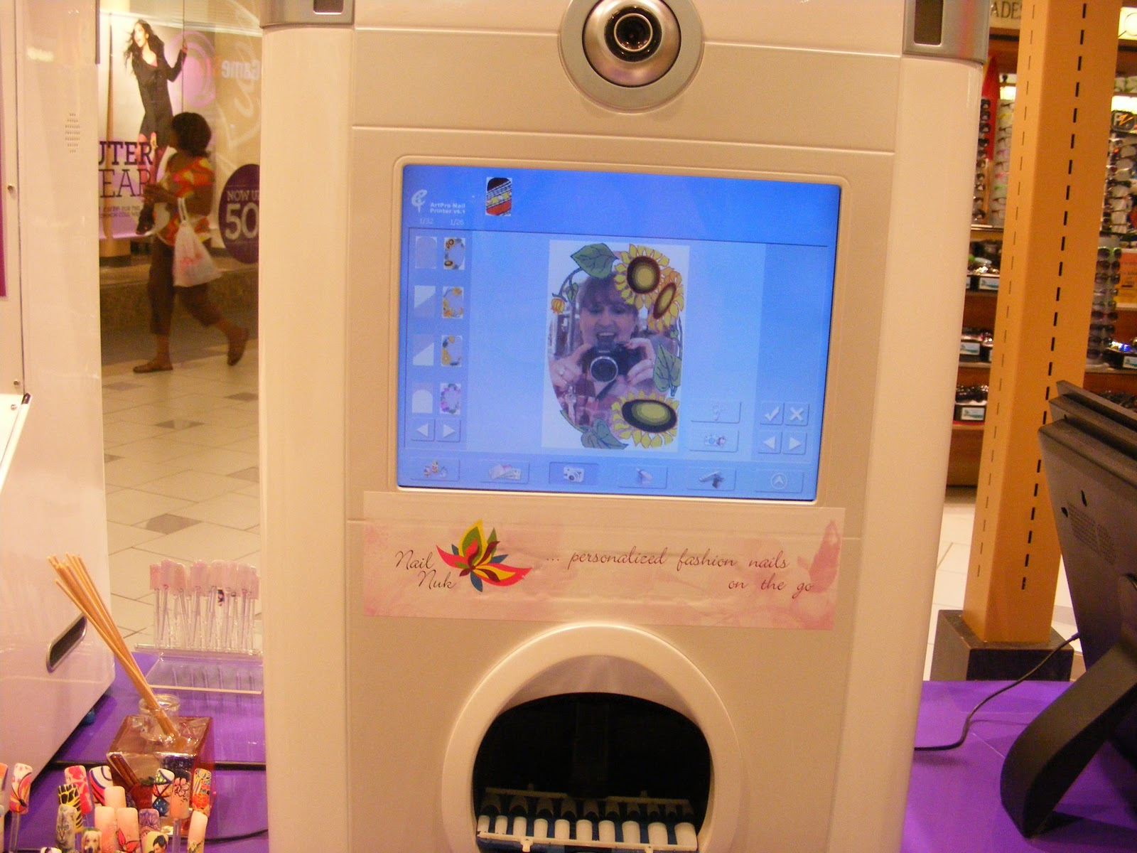 Fake nails libbys pink vanity own design fake nails this machine is incredible he can take a photo of you right there see me on the screen taking the photo notice my gaping prinsesfo Images