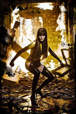 Watchmen: Carla Gugino as Silk Spectre iPhone Wallpaper (320x480)