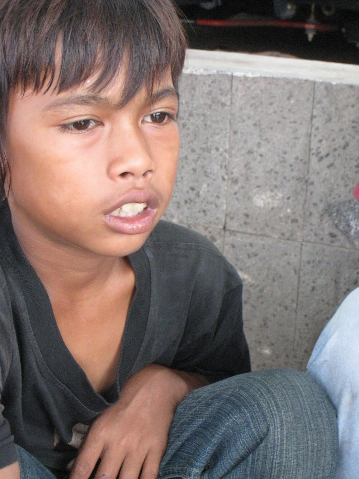 Andre (12), salah satu anak jalanan yang beroperasi di sekitar Bundaran Senayan, ... - IMG_0688