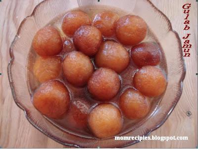 A large bowl full of Gulab Jamun