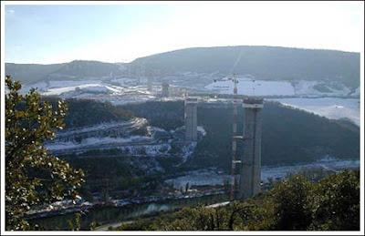 Foto Jembatan Tertinggi Di Dunia Millau Bridge