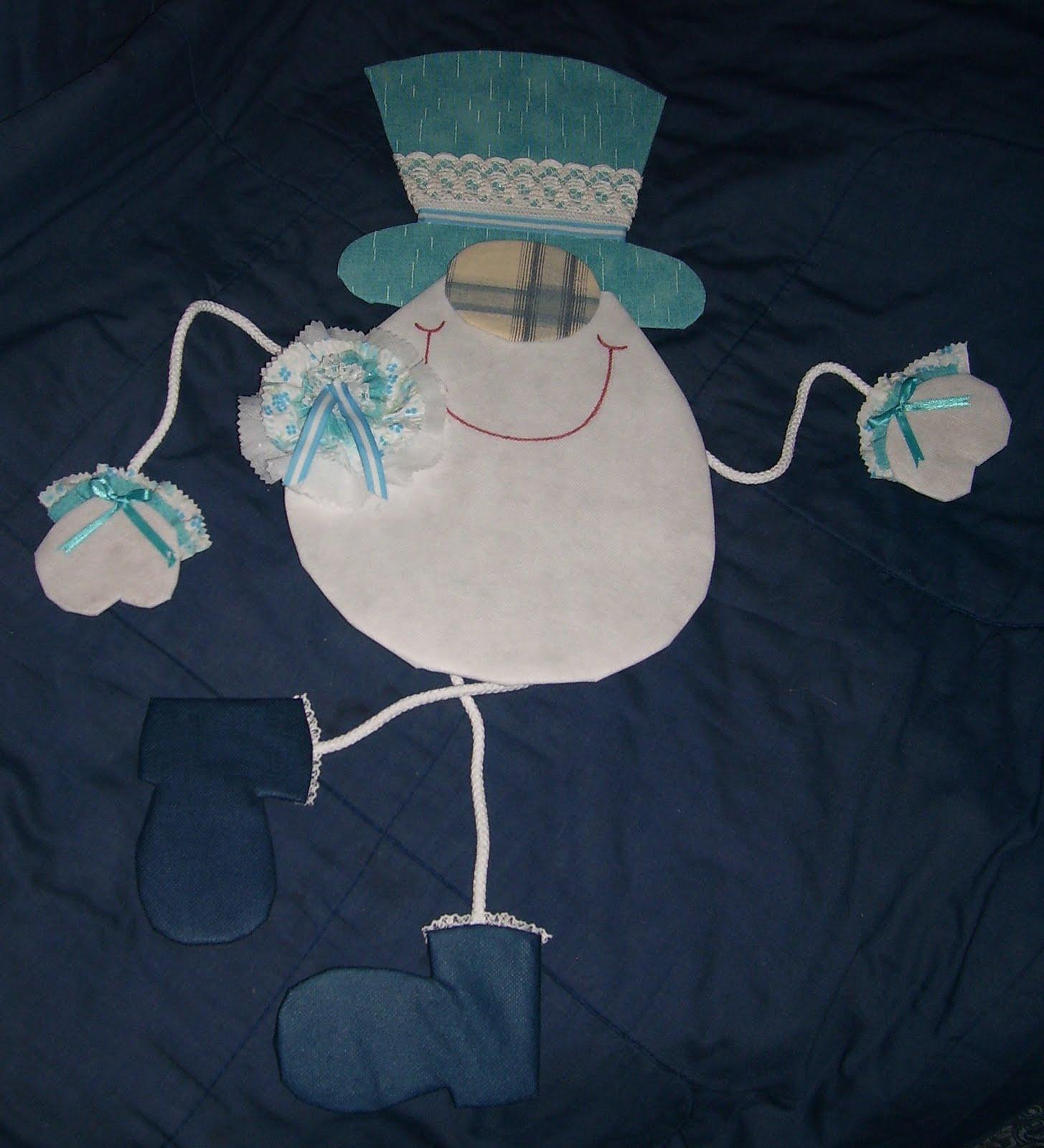 de tala banca para cuerpo y manos decorarla con puntillas azul para