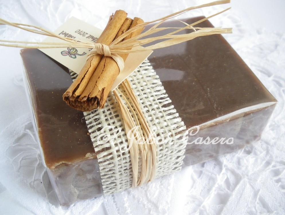 Ramo De Flores Y De Caja De Chocolates Foto de archivo  - Fotos De Flores Y Chocolates