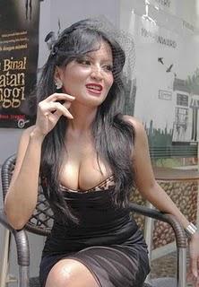 Foto payudara Artis terbesar di indonesia