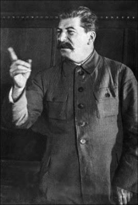 http://2.bp.blogspot.com/_h0tdTEwu2Cs/S01z26AvW3I/AAAAAAAAAJo/nW1fFv8abo0/s400/Stalin-140508_27880t.jpg