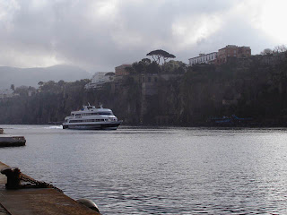 The hydrofoil enters the harbour of Sorrento