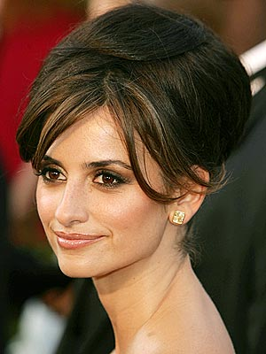 hair clip), Katie Holmes (she wore a beaded headpiece) and Penelope Cruz