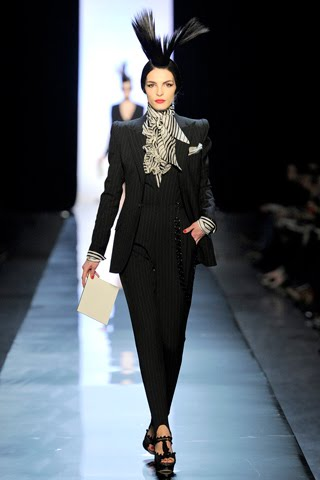 Runway report paris haute couture fashion week jean for Haute couture suits