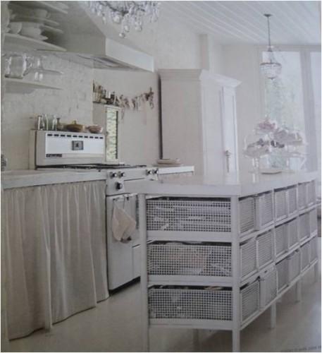 Bianco latte in cucina shabby chic interiors - Mensole bagno shabby chic ...