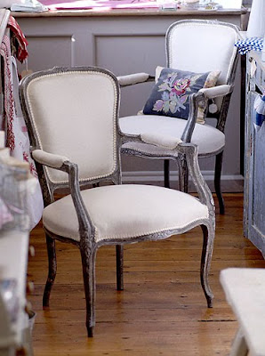 Poltrone e sedie shabby chic interiors for Poltrone shabby