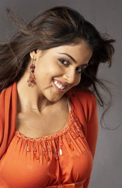 Bollywood-Check: Genelia D'souza - HQ Wallpapers, Pics, Photo Gallery