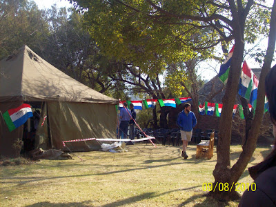 Namioty wojskowe na farmie koło Pretorii