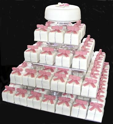 wedding cakes decorate ribbon