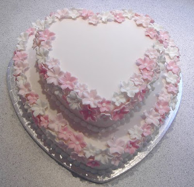 wedding cakes heartshaped