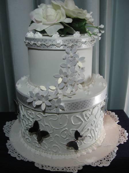 gift box cake designs. round gift box cake.