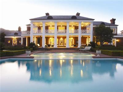 Luxusvilla mit pool  Traumhäuser & Luxus-Immobilien: Riesige Luxusvilla mit grandiosem Pool