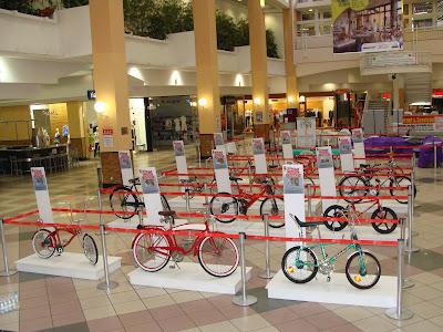 Shopping center exibe exposição sobre a história das bicicletas
