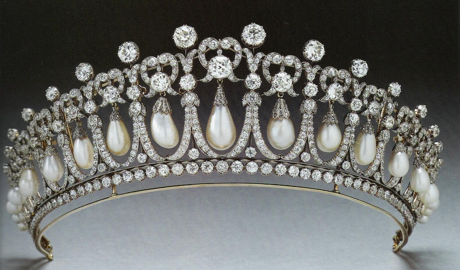 La corte reale novembre 2010 for Tiara di diamanti