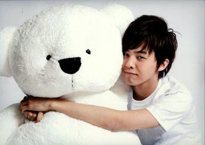 http://2.bp.blogspot.com/_hDPImuuEOlM/SkrAJIW5F9I/AAAAAAAAAII/RIKzNVgAcq8/s400/G-Dragon-TeddyBear.jpg
